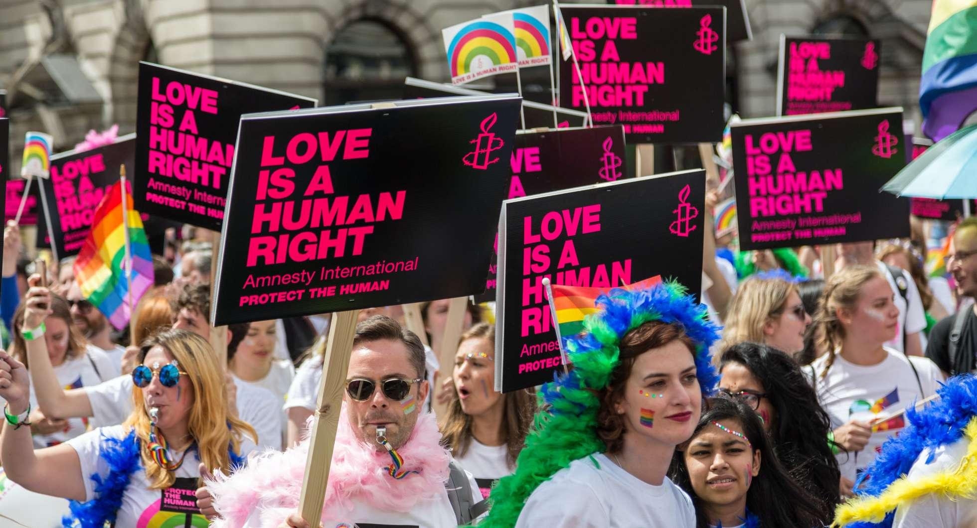 London pride parade 2016 (Photo by Ian Taylor on Unsplash)
